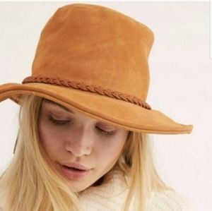 SALE!!🔥Free People🍃Tan Suede Floppy Braided Hat